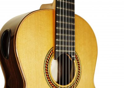 goog-classic-guitars-min